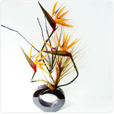 jarra de flores artificiais