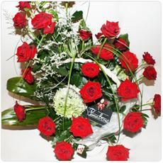 cesto de rosas vermelhas